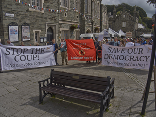 Banners at protest in Tavistock, 30 Agust 2019 (Keith Selmes 2019)